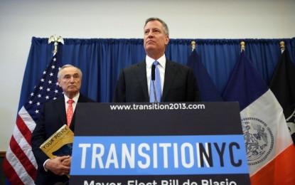 """De Blasio nomina il nuovo capo della Polizia: """"Con Bill Bratton si ricuciranno i rapporti tra NYPD e cittadini, nel massimo rispetto reciproco""""."""