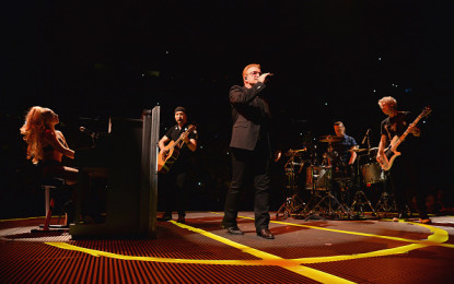 "Lady Gaga duetta con gli U2 in ""Ordinary Love"" al Madison Square Garden di New York"