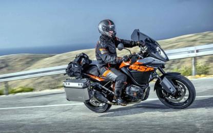 KTM 1050 Adventure, agile e leggera