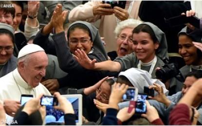 """Papa Francesco a consacrati: """"evitate chiacchiere ma pregate per nuove vocazioni"""""""