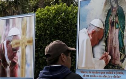 """Papa Francesco missionario di pace in Messico: """"Voglio abbracciare chi soffre"""""""
