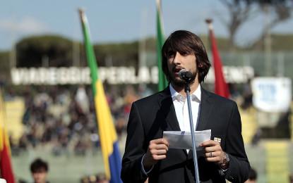 Torneo di Viareggio: Perin legge il giuramento prima della gara inaugurale.