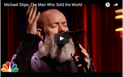 Michael Stipe canta 'The man who sold the World' live al 'Tonight show'