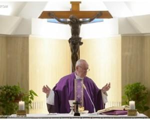 """Papa Francesco: il perdono di Dio """"dimentica"""" i peccati"""