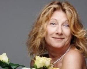 """Angela Finocchiaro: """"A Napoli accoglienza unica. Il pubblico fa la ola quando ci spogliamo!"""""""