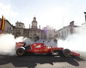 C'è scritto Silverstone, ma si legge svolta Mondiale. Al giro di boa del campionato, Ferrari e Mercedes pronte a dimostrare il proprio valore.