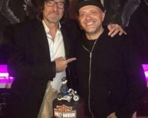 Max Pezzali festeggia i 50 anni: party a sorpresa per il cantante