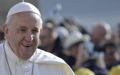 """Il Padre Nostro cambia testo, ecco le nuove parole. Lo ha voluto Papa Francesco:""""chi induce in tentazione è Satana e non il Padre"""""""