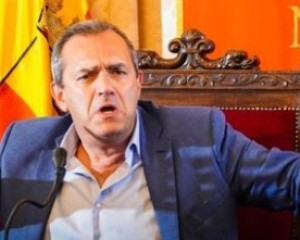 Universiadi, de Magistris attacca: «De Luca come Ceaucescu»