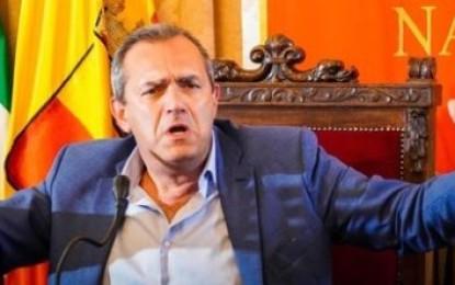 Universiadi, de Magistris attacca: «De Luca come Ceaucescu»