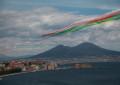 Le frecce tricolori nel cielo di Napoli. Tutto il fascino dell'esibizione nelle immagini di Alfonso Romano